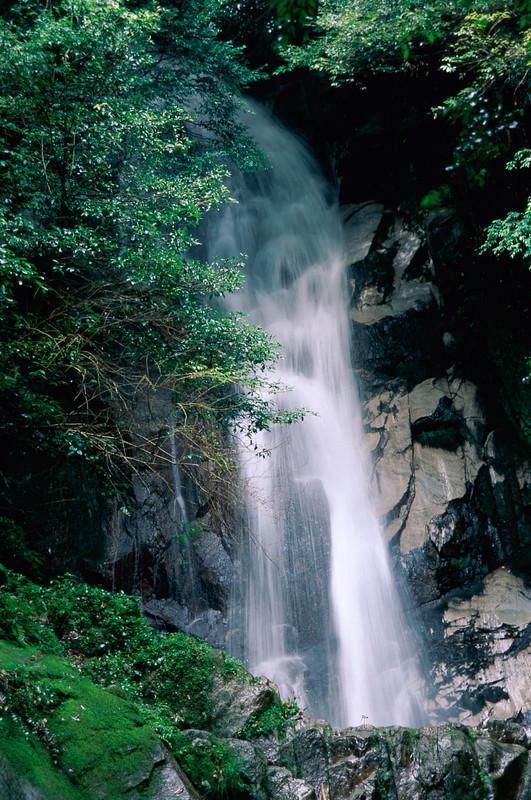 도스시 오초우즈노타키(御手洗の滝)